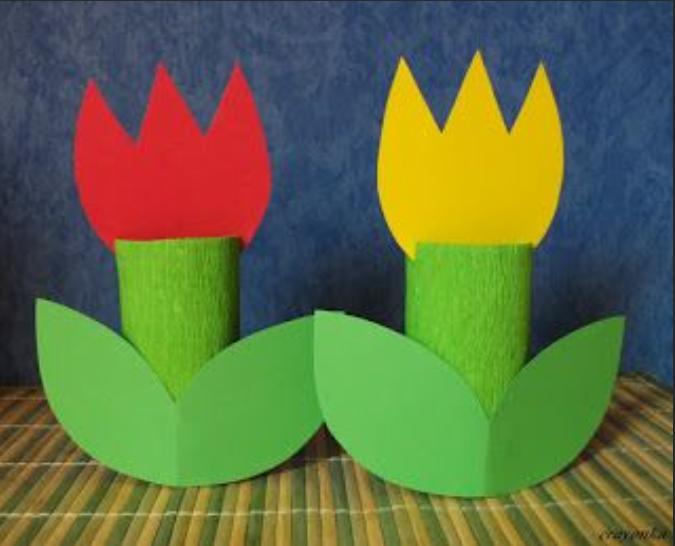 Wykonanie kwiatków z kolorowego papieru, rolki po papierze toaletowym.